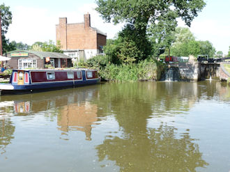 The pound at Lapworth Locks13 - Stratford-upon-Avon Canal.